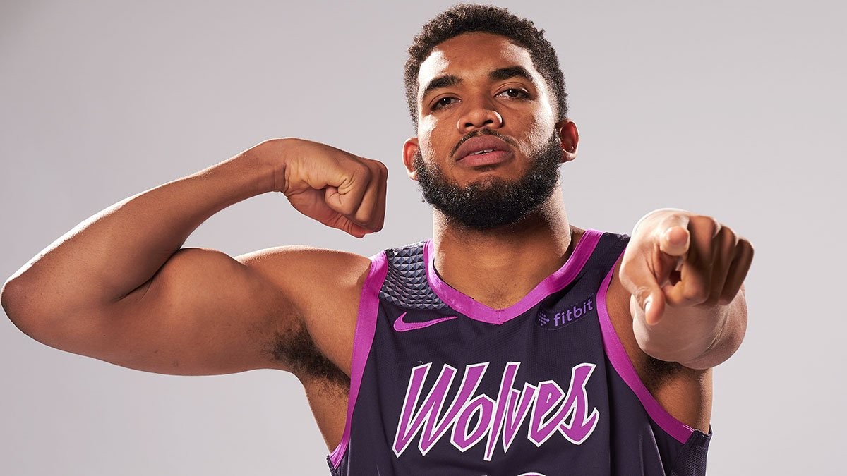 Karl-Anthony Towns recepciona D'Angelo Russell na chegada em Minnesota - The Playoffs