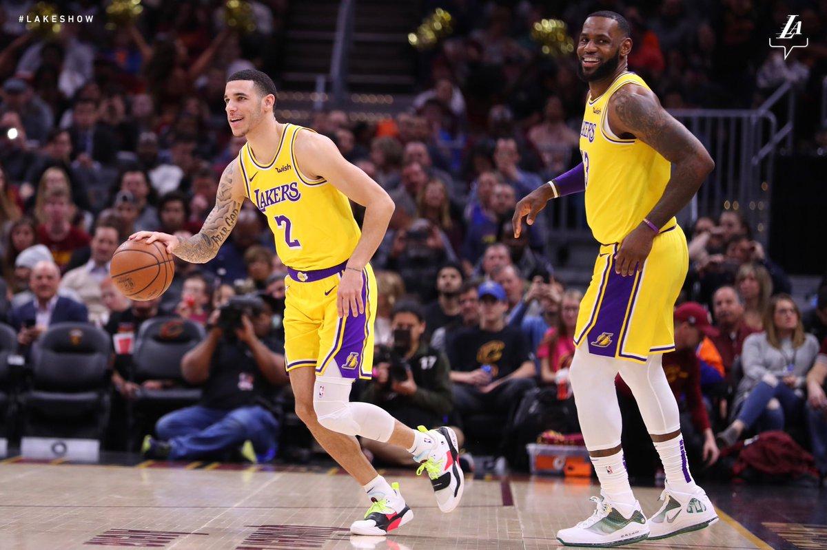 LeBron James enche a bola de Lonzo Ball após vitória do Los Angeles Lakers