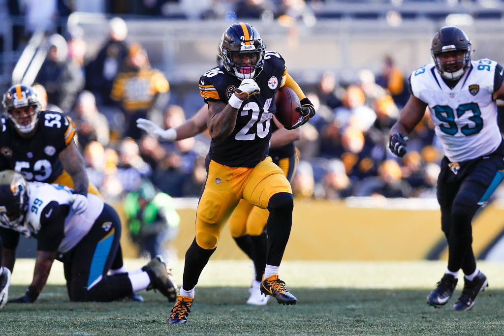 PITTSBURGH, PA - JANUARY 14: Le'Veon Bell #26 of the Pittsburgh Steelers runs with the ball against the Jacksonville Jaguars during the first half of the AFC Divisional Playoff game at Heinz Field on January 14, 2018 in Pittsburgh, Pennsylvania
