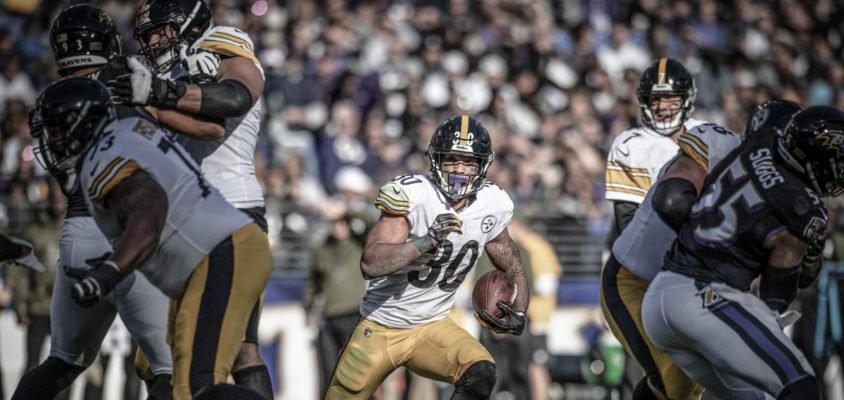 Running back do Pittsburgh Steelers James Conner durante partida contra o Baltimore Ravens válida pela semana 9 da NFL 2018