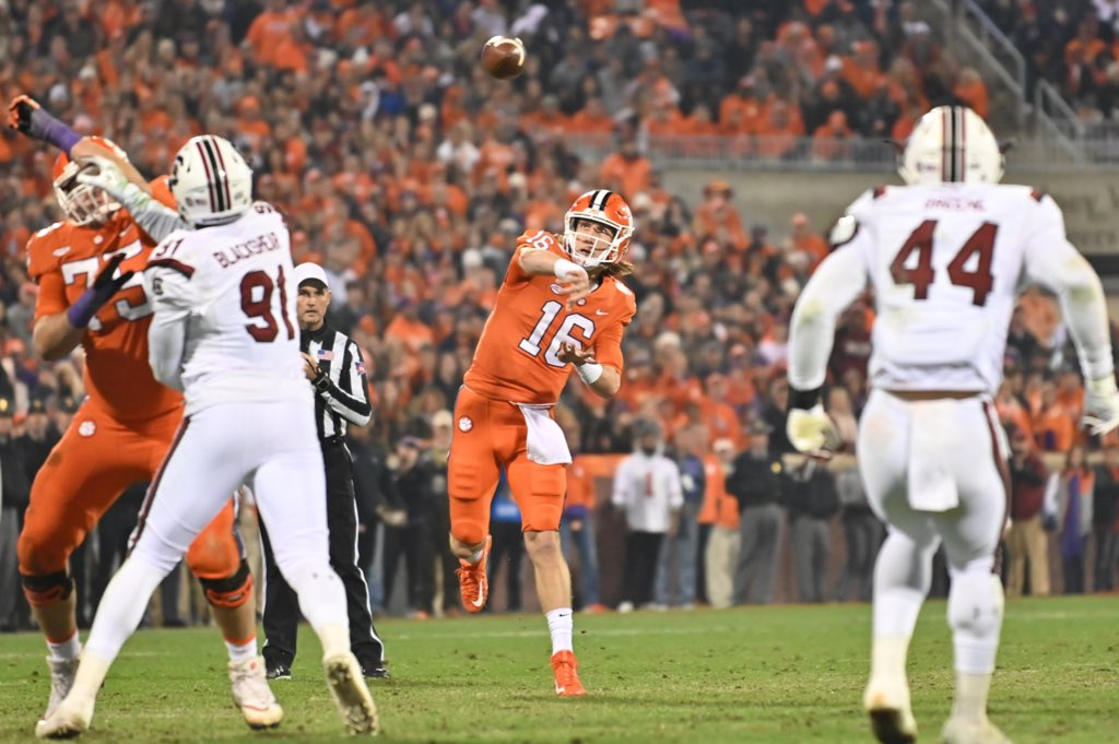 Clemson Tigers supera South Carolina Gamecocks em shootout pela semana 13 da temporada 2018 do college football