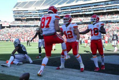 Mahomes lidera vitória dos Chiefs contra Raiders para chegar à décima na temporada - The Playoffs