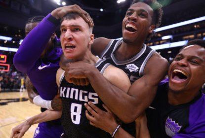 Sem LeBron James, Kings vencem Lakers com cesta no fim - The Playoffs