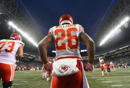 Damien Williams durante aquecimento no jogo contra Kansas City Chiefs