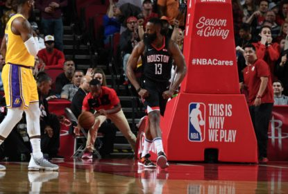 Harden anota triple-double com 50 pontos, supera LeBron e Rockets vencem os Lakers