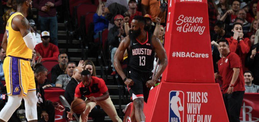 Harden anota triple-double com 50 pontos, supera LeBron e Rockets vencem os Lakers