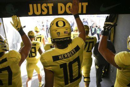 Justin Herbert retornará para mais uma temporada em Oregon - The Playoffs