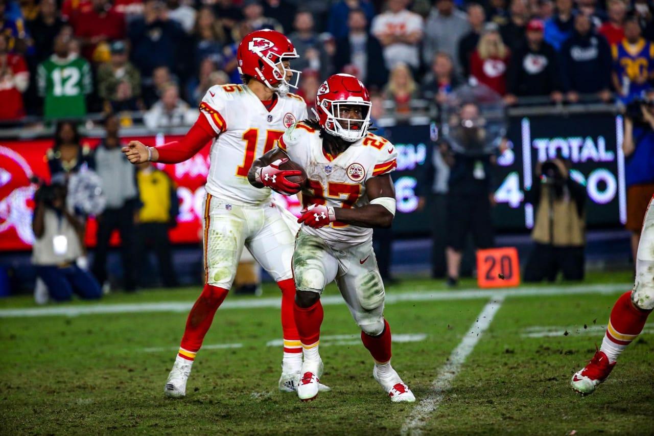 Patrick Mahomes defende dispensa de Kareem Hunt pelo Kansas City Chiefs