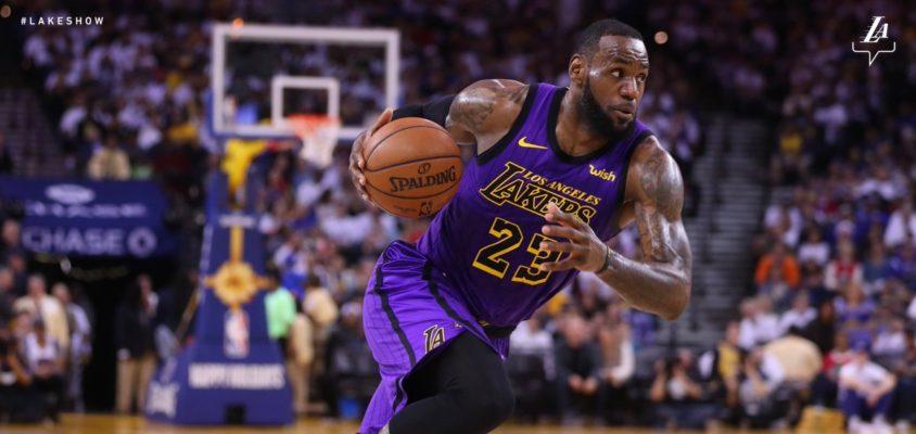 LeBron sai machucado, Lakers mostram força e vencem os Warriors com autoridade