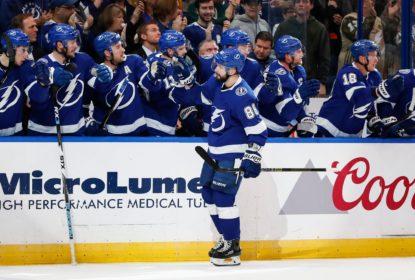 Lightning supera apagão no terceiro período e vence Flyers na prorrogação - The Playoffs