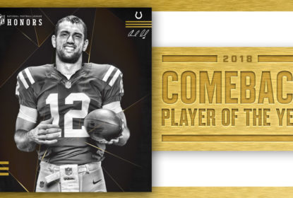 Andrew Luck vence o prêmio de Comeback Player of the Year de 2018 no NFL Honors