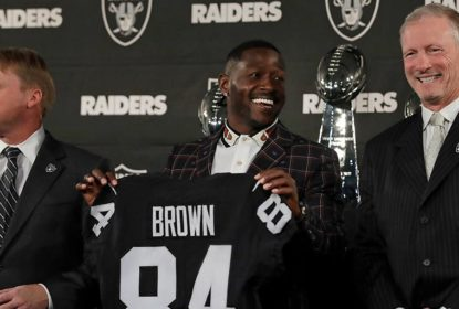 Antonio Brown chega ao training camp dos Raiders num balão a gás - The Playoffs