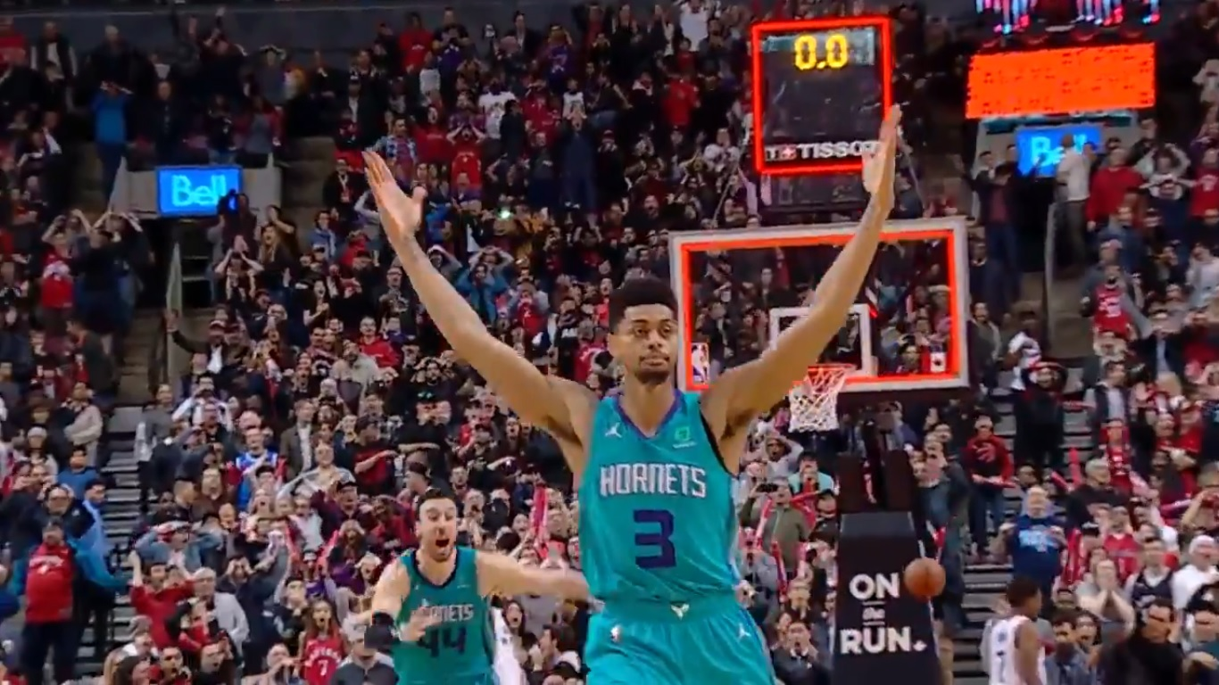 Com buzzer-beater impressionante, Hornets vencem Raptors - The Playoffs