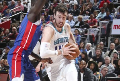Frank Kaminsky fecha com os Kings por uma temporada - The Playoffs