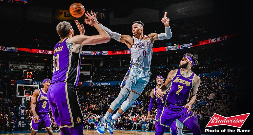 Russell Westbrook atinge marca histórica e Thunder vence Lakers