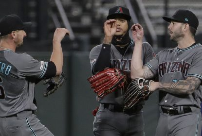 Em ótima noite do ataque, D-Backs arrasam os Giants - The Playoffs
