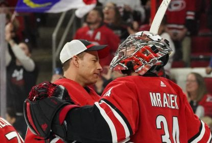 Hurricanes esperam renovar contratos de Mrazek e McElhinney - The Playoffs