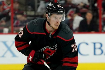 Hurricanes renovam com McGinn por 2 anos - The Playoffs