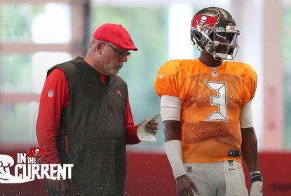 Jameis Winston e Bruce Arians durante training camp do Tampa Bay Buccaneers