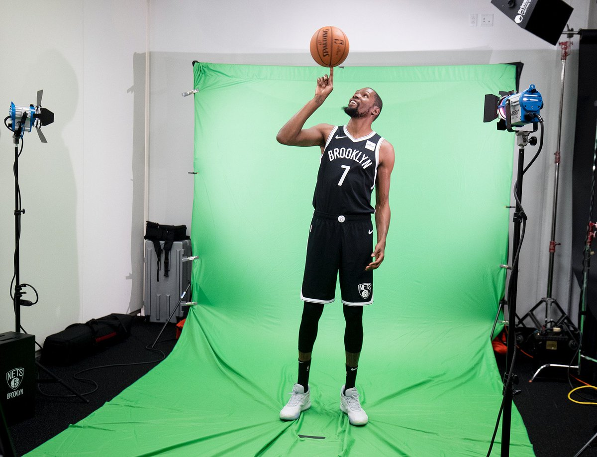 Kevin Durant veste pela primeira vez o uniforme do Brooklyn Nets