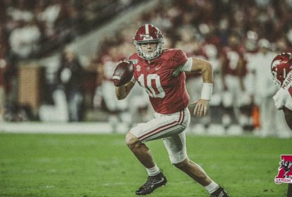 Mesmo sem Tua Tagovailoa, Alabama atropela Arkansas - The Playoffs