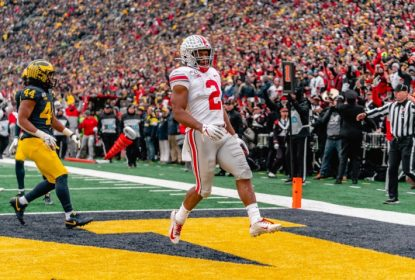 JK Dobbins brilha no primeiro tempo e conduz vitória de Ohio State no The Game - The Playoffs
