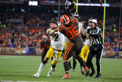 CLEVELAND, OH - NOVEMBER 14: Cleveland Browns defensive end Myles Garrett (95) swings at Pittsburgh Steelers quarterback Mason Rudolph (2) with Rudolphs own helmet with 0:08 seconds left in the fourth quarter of the National Football League game between the Pittsburgh Steelers and Cleveland Browns on November 14, 2019, at FirstEnergy Stadium in Cleveland, OH.