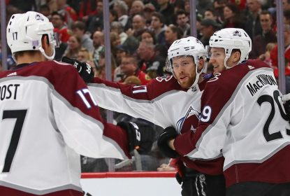 Avalanche goleia Blackhawks fora de casa - The Playoffs