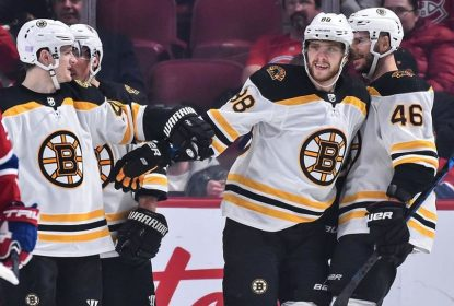Arrasador, Boston Bruins goleia Montreal Canadiens jogando no Canadá - The Playoffs
