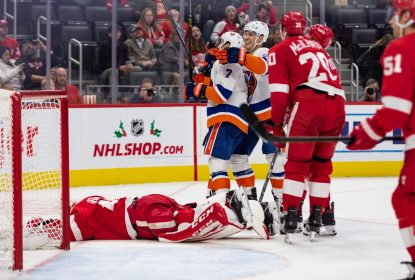 Em Detroit, Islanders goleiam e aprofundam má fase dos Red Wings - The Playoffs