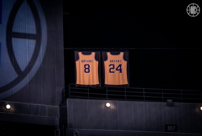 Clippers homenageiam Kobe Bryant antes do início partida contra Kings - The Playoffs
