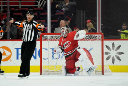 Hurricanes vencem jogo apertado contra Canucks no shootout - The Playoffs