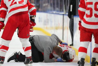 Brendan Perlini, dos Red Wings, leva susto em jogo contra Sabres - The Playoffs
