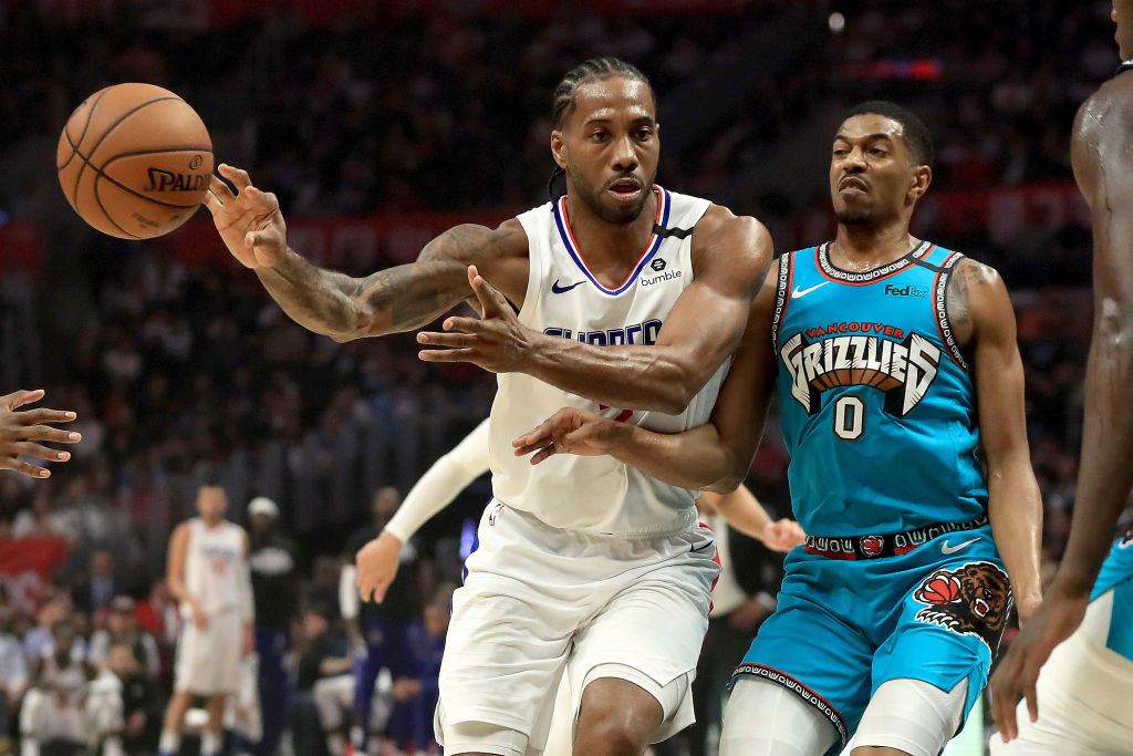 LOS ANGELES, CALIFORNIA - FEBRUARY 24: Kawhi Leonard #2 of the LA Clippers passes the ball past the defense of De'Anthony Melton #0 of the Memphis Grizzlies during the first half of a game at Staples Center on February 24, 2020 in Los Angeles, California