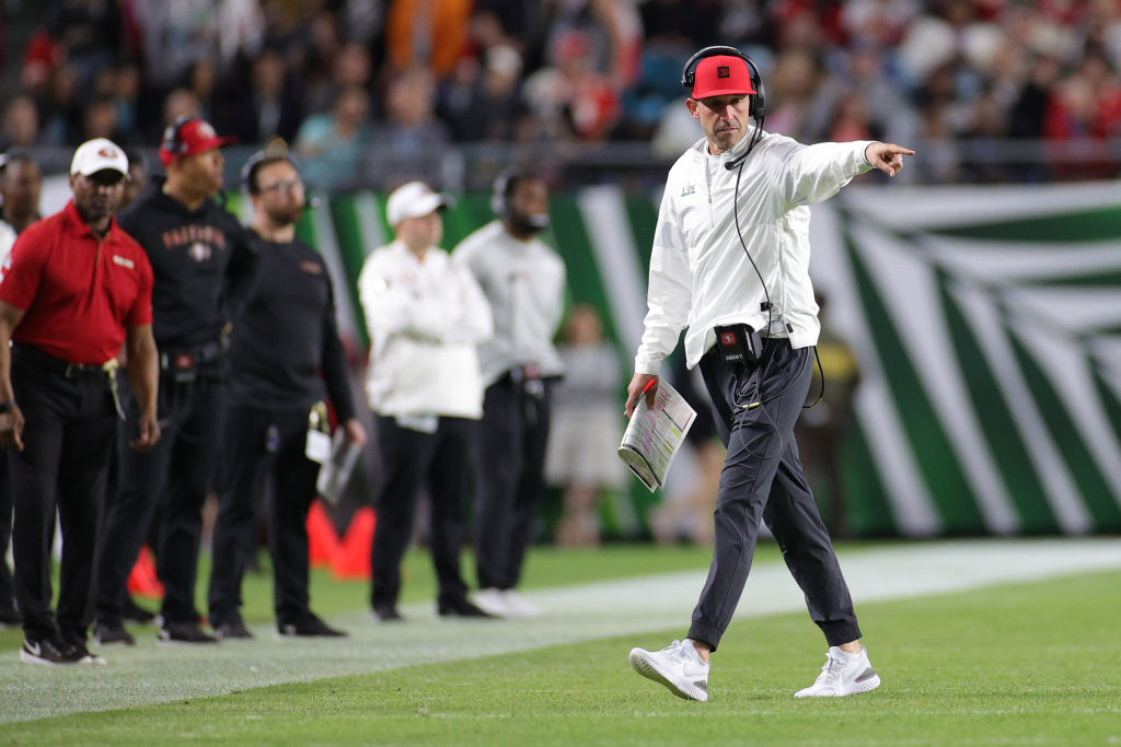 MIAMI, FLORIDA - FEBRUARY 02: Head coach Kyle Shanahan of the San Francisco 49ers reacts against the Kansas City Chiefs during the second quarter in Super Bowl LIV at Hard Rock Stadium on February 02, 2020 in Miami, Florida