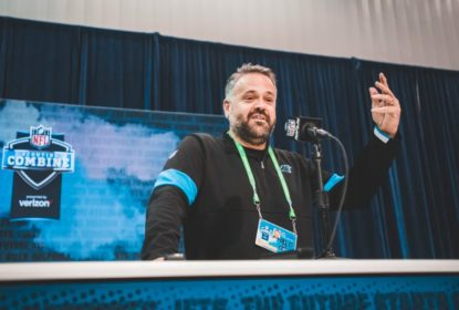 Técnico do Carolina Panthers, Matt Rhule considera ajoelhar durante hino americano - The Playoffs