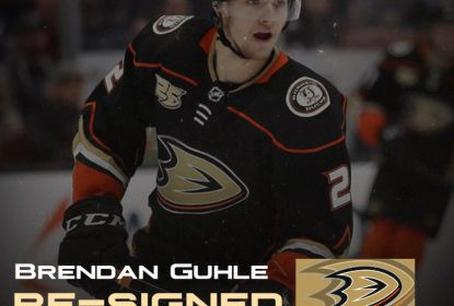 Anaheim Ducks prorroga contratos de Brendan Guhle e Sam Carrick - The Playoffs