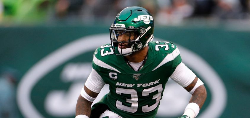 EAST RUTHERFORD, NEW JERSEY - NOVEMBER 24: (NEW YORK DAILIES OUT) Jamal Adams #33 of the New York Jets in action against the Oakland Raiders at MetLife Stadium on November 24, 2019 in East Rutherford, New Jersey. The Jets defeated the Raiders 34-3