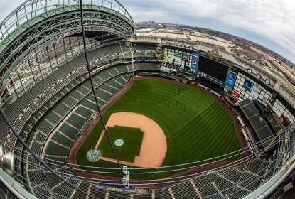 Homem é preso após invadir estádio do Milwaukee Brewers - The Playoffs