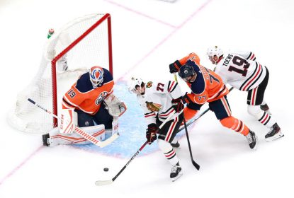 Com emoção na reta final, Blackhawks surpreendem e vencem Oilers - The Playoffs