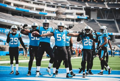 Com defesa forçando erros, Carolina Panthers bate Los Angeles Chargers - The Playoffs