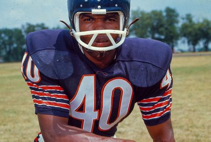 Gale Sayers, lenda dos Bears, morre aos 77 anos - The Playoffs