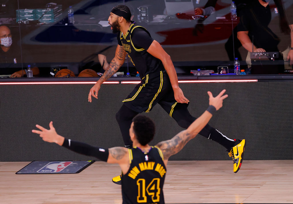 LAKE BUENA VISTA, FLORIDA - SEPTEMBER 20: Anthony Davis #3 of the Los Angeles Lakers celebrates with his temamates after shooting a three point basket to win the game over Denver Nuggets in Game Two of the Western Conference Finals