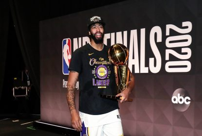 "Anthony Davis se torna o primeiro jogador a vencer o ""Grand Slam"" do basquete - The Playoffs"