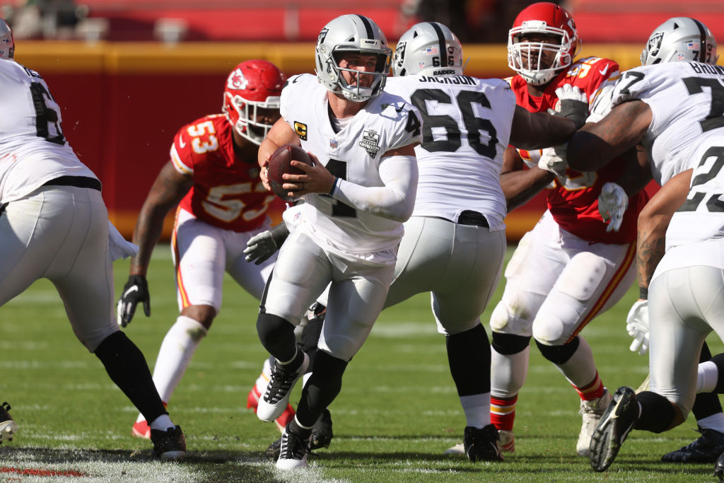 KANSAS CITY, MISSOURI - OCTOBER 11: Derek Carr #4 of the Las Vegas Raiders snaps the ball against the Kansas City Chiefs during the fourth quarter at Arrowhead Stadium on October 11, 2020 in Kansas City, Missouri