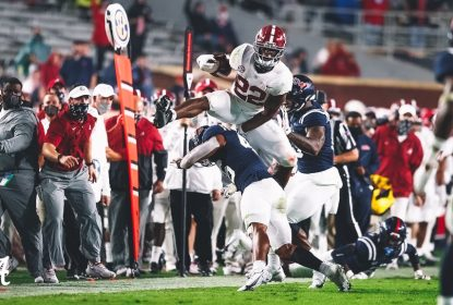 #2 Alabama derrota Ole Miss com grande partida de Najee Harris - The Playoffs