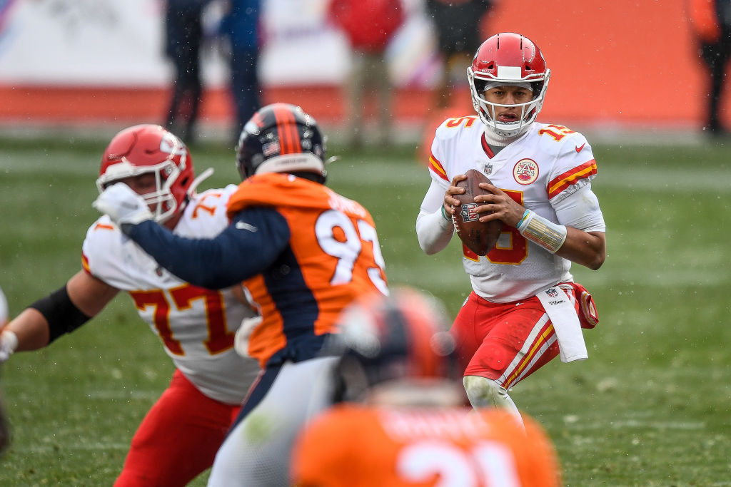 DENVER, CO - OCTOBER 25: Patrick Mahomes #15 of the Kansas City Chiefs scans the field before passing against the Denver Broncos at Empower Field at Mile High on October 25, 2020 in Denver, Colorado