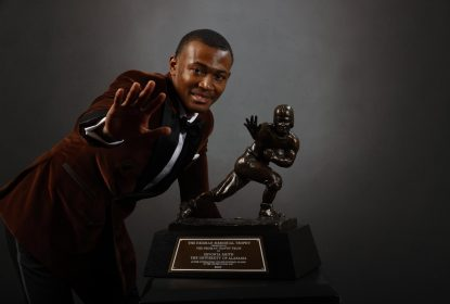 DeVonta Smith supera rivais e é eleito o Heisman Trophy da temporada - The Playoffs