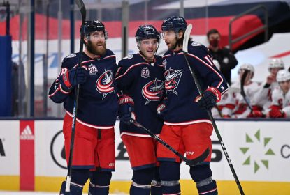 Com gol salvador de Rozlovic, Blue Jackets vencem Hurricanes - The Playoffs