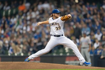 Corbin Burnes alcança marca histórica e Brewers vencem os Cubs - The Playoffs